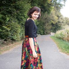 Die besten Websites für gratis Schnittmuster - Green Bird - DIY Mode, Deko und Interieur Waist Skirt, High Waisted Skirt, Diy Mode, Outfit, Fur, Floral, Green, Skirts, Image