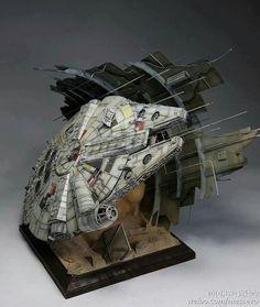 Star Wars Decor, Star Wars Art, Maquette Star Wars, Millennium Falcon Model, Nave Star Wars, Love Statue, Science Fiction, Sculpture Metal, Star Wars Vehicles