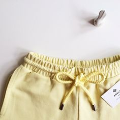 Sunny Easter weekend to y'all! We're putting our spring pants on #arela | 18.4.2014