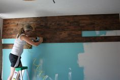 wood wall tutorial for behind the tv Pallet Walls, Wood Walls, Do It Yourself Decoration, Plank Walls, Wall Mounted Tv, My New Room, Barn Wood, Home Projects, Home Remodeling