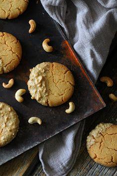 Kakkuviikarin vispailuja!: Cashewpähkinä-cookies Cookies, Desserts, Food, Crack Crackers, Tailgate Desserts, Deserts, Biscuits, Essen, Postres