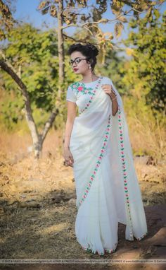 Trendy Ideas For Wedding Diy Elegant Ribbons Chiffon Saree, Silk Chiffon, Saree Floral, White Saree Blouse, Embroidery Saree, Floral Embroidery, Stylish Blouse Design, Saree Trends, Saree Models