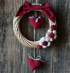 Bomboniere 💗 Home Decor Christmas Makes, Noel Christmas, Christmas Projects, Christmas Wreaths, Christmas Ornaments, Valentine Wreath, Valentine Day Crafts, Holiday Crafts, Valentines