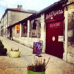 The Bohemians is in Brantome, FRANCE and run by American born Kim. Kim's style is chic, bohemian with a lots of French retro and rococo vintage pieces.