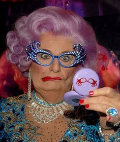 Dame Edna, female impersonator, British Humor - this was soooo funny British Humor, British Comedy, Barry Humphries, Beyonce Songs, Dame Edna, Rupaul, Celebs, Celebrities, Funny People