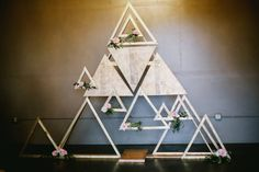 Denver Botanic Gardens Wedding // Lauren & Lee via Rocky Mountain Bride // Geometric Wedding backdrop // modern wedding inspiration // Matt + Jess Fiori Flowers @MGPDenver @ladolceevents