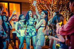 Nhạy bén trước mọi xu thế mới Được xem là một trong những biểu tượng của giới trẻ, Đông Nhi không chỉ nắm bắt nhanh những trào lưu mới mà còn là người khơi mào cho hàng loạt xu thế nổi bật. Ở khía cạnh thời trang, nữ ca sĩ luôn để tâm đến tính xu hướng và sự mới mẻ của trang phục. Bộ jumsuit...  http://cogiao.us/2017/03/16/dong-nhi-tu-tin-dan-dau-xu-the-khang-dinh-chat-toi/