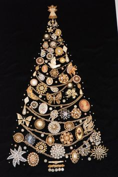 Framed Vintage Jewelry X'mas Tree - Please read carefully! This is a Framed Vintage Custome Jewelry Xmas tree made from pins, earings, - Jeweled Christmas Trees, Wall Christmas Tree, Unique Christmas Trees, Noel Christmas, Christmas Jewelry, Xmas Tree, Christmas Crafts, Costume Jewelry Crafts, Vintage Jewelry Crafts