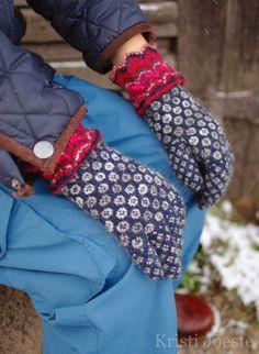 Knit Mittens, Knitted Gloves, Knitting Socks, Knit Socks, Folk Costume, Costumes, Wrist Warmers, Fair Isle Knitting, How To Purl Knit