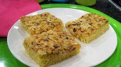 Toscakakku on ihana leivonnaisten klassikko. Mantelikuorrutus antaa kakulle upean värin ja rapeuden. Kokeile Makuja-kokki Veera Rusasen helppoa reseptiä. Muffin, Breakfast, Food, Morning Coffee, Essen, Muffins, Meals, Cupcakes, Yemek