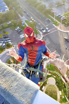 Lovely story: A children's hospital in America has its windows cleaned once a year. This year, they dressed up the window cleaners as Spiderman, to cheer up the kids inside.
