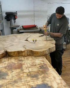Diy Resin Table, Epoxy Wood Table, Epoxy Resin Wood, Woodworking Projects Diy, Woodworking Plans, Wood Projects, Diy Resin Crafts, Wood Crafts, Wood Table Design