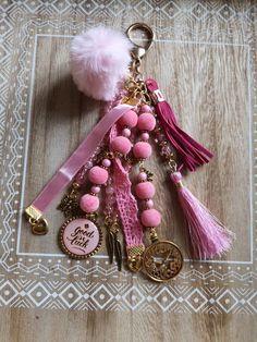chave rosa - chave rosa & chave de carro rosa & rosa com chave tattoo & tatuagem rosa com chave & rosa e chave tattoo & papel de parede chave rosa & chave de moto rosa & colar de chave rosa Diy Tassel, Tassels, Yarn Crafts, Bead Crafts, Love Keychain, Pink Jewelry, Silver Jewelry, Lace Ribbon, Boho Diy