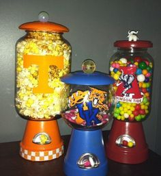 """Support your team with sport themed homemade gumball jars.for my """"sporty""""friends Clay Pot Projects, Clay Pot Crafts, Painted Clay Pots, Painted Flower Pots, Diy Gumball Machine, Flower Pot Crafts, Tree Crafts, Bubble Gum Machine, Mason Jar Gifts"""