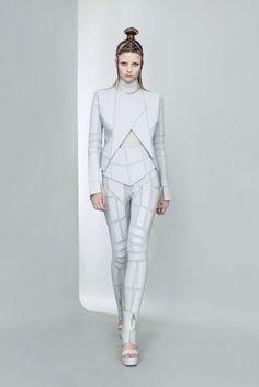 Gareth Pugh Spring/Summer 2011 Ready-To-Wear Collection | British Vogue