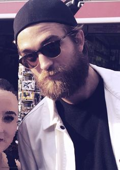 Rob spent some portion of Saturday {08Aug15} at the Camden Market and graciously posed with a fangirl.