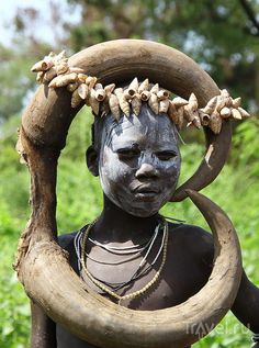 Arte Tribal, Tribal Art, African Tribes, African Art, Mursi Tribe, Africa People, Tribal People, African Culture, Tribal Fashion