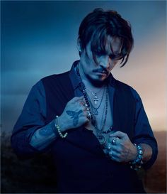 Dior Sauvage is revisited with a new Eau de Parfum. Johnny Depp continues as the face of the fragrance with photos by Jean-Baptiste Mondino. Handsome Men Quotes, Handsome Arab Men, Handsome Jack, Kentucky, Johnny Depp Pictures, Fangirl, Johny Depp, Body Sketches, Woman Sketch