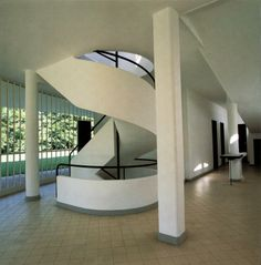 Cave to Canvas, Exterior and interior images of Villa Savoye - Le...