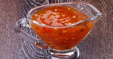 Sweet and Sour Sauce – Recipe Ingredients: 1 clove of garlic, 1 green pepper, 2 tomatoes, 1 small box of pineapple pieces, 5 dl of chicken water broth and cube Source Chili Sauce, Marinade Sauce, Asian Recipes, Ethnic Recipes, Tempura, Asian Cooking, Vegan Dishes, Chutney, Barbecue Sauce