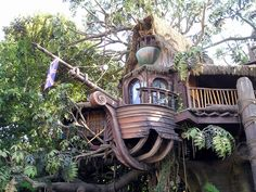 Luxury Tree House Living