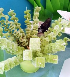 These green seaweed sugar ribbons are the perfect addition to your Bikini Bottom birthday spread. If you're planning a SpongeBob birthday party for your kid, this is an awesome, sweet element!