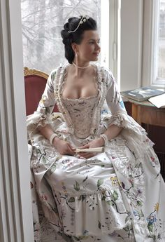 Before the Automobile: Hand painted robe à la Française, late to early 1700s Dresses, Old Dresses, Pretty Dresses, Vintage Dresses, Beautiful Dresses, Vintage Outfits, 18th Century Dress, 18th Century Costume, 18th Century Clothing