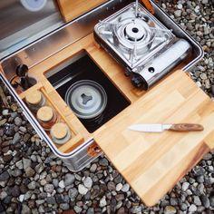 Mobile Outdoor Campingküche - Einfach genial! Auto Camping, Camping Box, Best Camping Gear, Camping Tools, Camping Glamping, Camping Stove, Camping Equipment, Outdoor Camping, Minivan Camping
