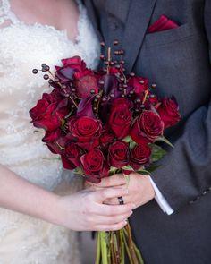 Red rose bouquet Diy Wedding Bouquet, Diy Wedding Flowers, Gypsophila Bouquet, Wedding Flower Design, Red Rose Bouquet, Fresh Flower Cake, Do It Yourself Wedding, Practical Wedding, Flower Garlands