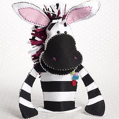 Free pattern and tutorial for felt zebra hand puppet.