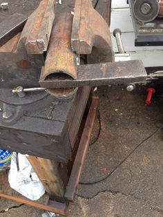 Building a pallet prybar tool.with a light duty machine. - WeldingWeb™ - Welding forum for pros and enthusiasts Welding Classes, Welding Jobs, Arc Welding, Welding Art, Welding Crafts, Welding Ideas, Welding Table, Working Area, Metal Working
