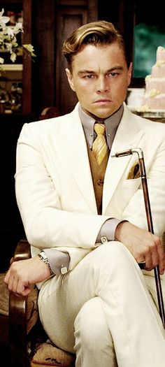 Leonardo DiCaprio playing Jay Gatsby in Baz Luhrmann's 2013 film of The Great Gatsby: 142 minutes of pure decadence. Jay Gatsby, Gatsby Theme, Gatsby Style, Gatsby Party, Gatsby Man, Gatsby Movie, The Great Gatsby 2013, Great Gatsby Men Outfit, Great Gatsby Mens Fashion