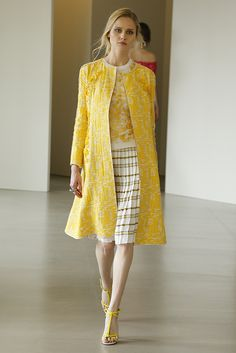 Oscar de la Renta Resort 2016  For more summer style inspiration, visit alilyloveaffair.com