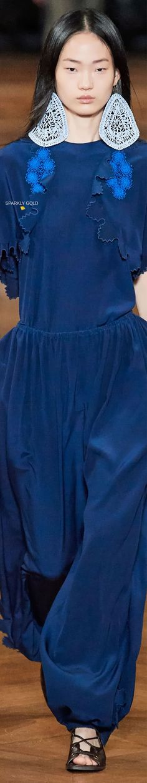 Stella McCartney Spring 2020 RTW   Sparkly Gold ● Blue Fashion, Korean Fashion, Hyun Ji, Ralph And Russo, Sonia Rykiel, Fall Wardrobe, Stella Mccartney, Fashion Models, Turquoise