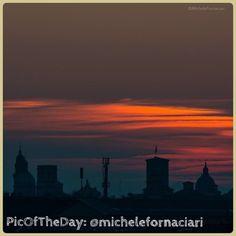 La #PicOfTheDay di #TurismoER oggi immortala il silenzio e i colori dell'alba sui tetti di #ReggioEmilia! Complimenti e grazie a @michelefornaciari Reggio Emilia, Alba, Northern Lights, Tourism, Celestial, Sunset, Instagram Posts, Nature, Movie Posters