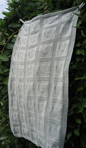 Ravelry: Heart Baby Blanket pattern by Ann Saglimbene (TJ, please note that instead of hearts I can put dinosaurs or flamingos or something else cool)