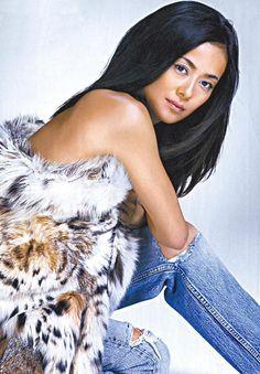 Kumiko Goto, Japan Model, Asian Woman, How To Look Better, Tie Dye, Beautiful Women, Asian Models, Japanese, Actresses