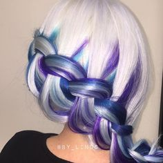 We love this icy color design and braided style by @by_linds!