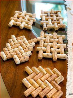 Trivet. DIY Trivet. Wine cork crafts. Wine cork ideas. Wine cork trivet. Cork trivet. Upcycled crafts. Recycled wine corks. Wine Craft, Wine Cork Crafts, Wine Bottle Crafts, Champagne Cork Crafts, Champagne Corks, Wine Cork Trivet, Wine Cork Art, Cork Coasters, Upcycled Crafts