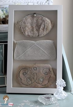 Vintage Bags Atta Girl Says: Vintage Beaded Evening Bags Stored in a Shadowbox - Shadow box frames can be used for so much more than showcasing special keepsakes. They're also great for stylishly organizing jewelry and accessories. Shadow Box Memory, Shadow Box Frames, Vintage Crafts, Vintage Decor, Antique Decor, Purse Display, Mode Blog, Vintage Display, Vintage Purses