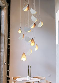 White glider pendant light chandelier: Tudo and co – Tudo And Co Mid Century Modern Lighting Pendant, Floating Lights, Lighting Inspiration, Lights, Pendant Light, Modern Pendant Light, Hanging Lights, Painting Lamps, Chandelier Lighting