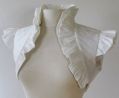 Ruffled white bolero - more white in steampunk! Steampunk Dress, Victorian Steampunk, Steampunk Costume, Steampunk Diy, Steampunk Fashion, Bolero Pattern, Jacket Pattern, Sewing Clothes, Diy Clothes