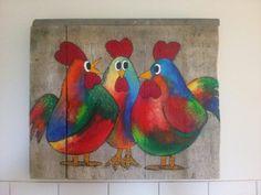 Schilderij van bonte kippen op steigerhout