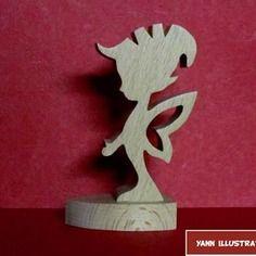 Sculpture en bois massif lutin sur socle en chantournage