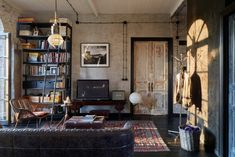 photographer Kirill's Moscow apt. One Room Apartment, Vintage Apartment, Apartment Design, Vintage Industrial Furniture, Vintage Room, Deco Design, Cozy House, Home Living Room, Decoration