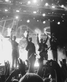 Lollapalooza, Hot Guys, Super Cute, Memories, Black And White, Stage, 1, Celebrity, Mood