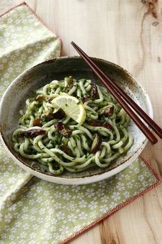 Nouilles japonaises udon au pesto