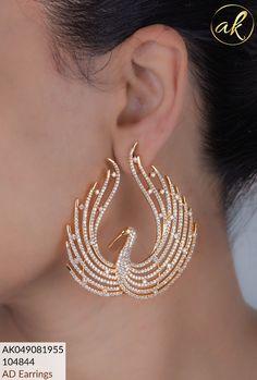 Indian Jewelry Earrings, Fancy Jewellery, Jewelry Design Earrings, Gold Earrings Designs, Gold Jewellery Design, Ear Jewelry, Antique Earrings, Cute Jewelry, Bridal Jewelry