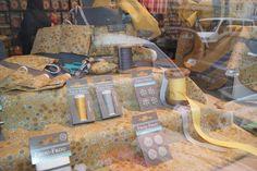 vitrine-poussiere-d-or-Frou-Frou