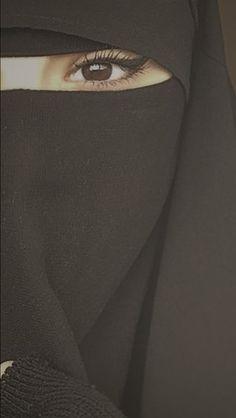 Ce tissu noir ne saurait tarder d'être recouvert de mon jus blanc.